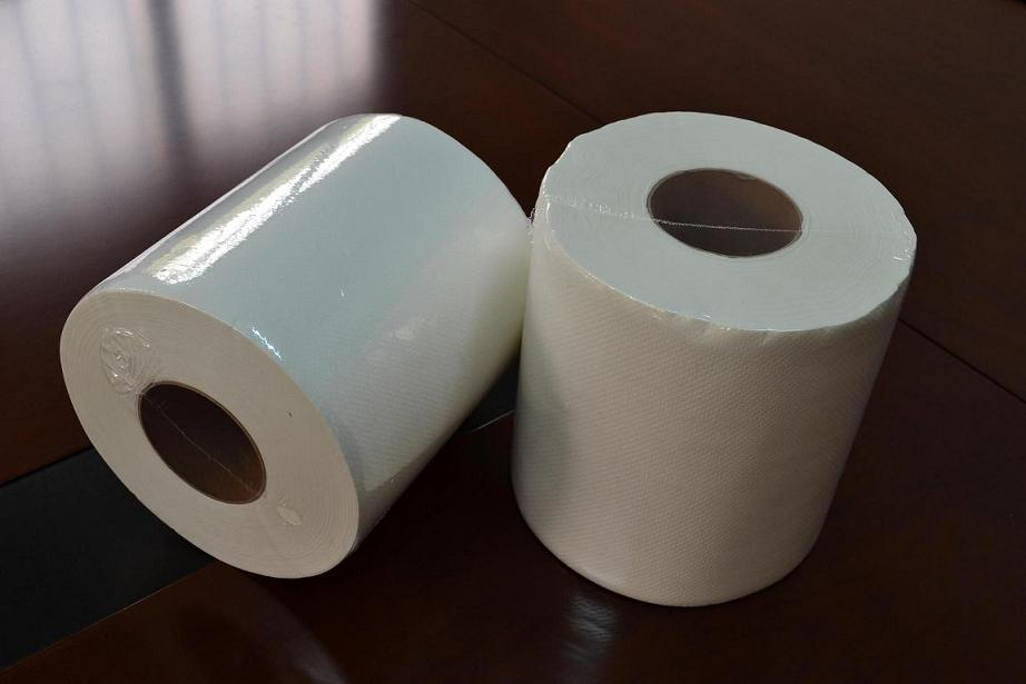 Medium-pull roll paper towels